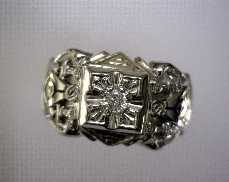 10kTT 0.15ctw H-I I2 Diamond 32 Degree Masonic Ring [8.0dwt]