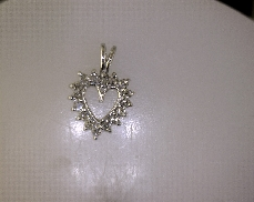 14kW 0.16ctw G-H SI Single Cut Diamond Heart Pendant